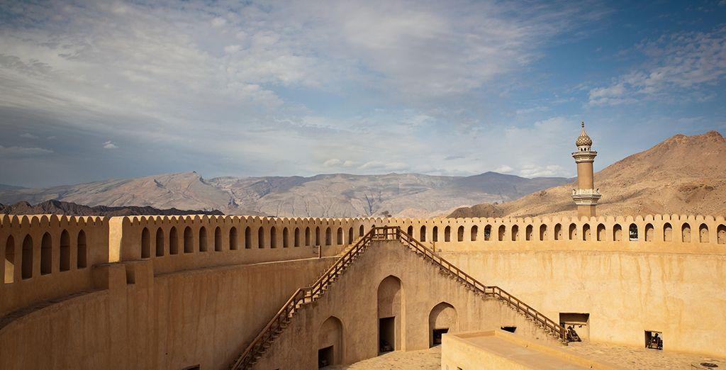 ou émerveillez-vous devant les paysages saisissants de Nizwa