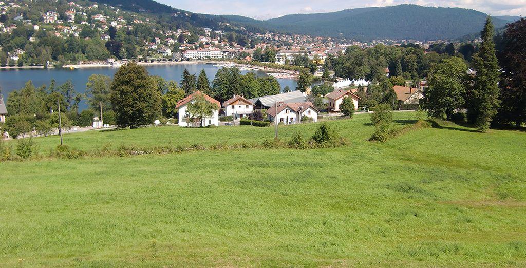 laissez-vous charmer par les paysages de montagne ou par le joli village de Gérardmer