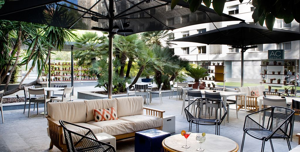 Dans le décor élégant et reposant de l'hôtel AC Victoria Suites Barcelone