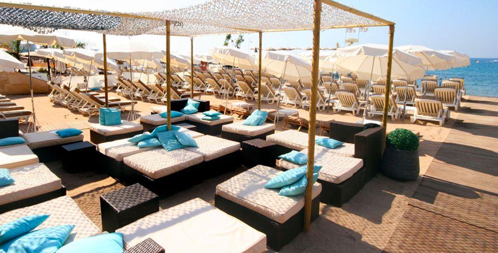 Rendez-vous sur la plage privée de votre hôtel...