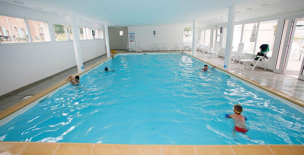 Profitez d'un plongeon dans la piscine couverte