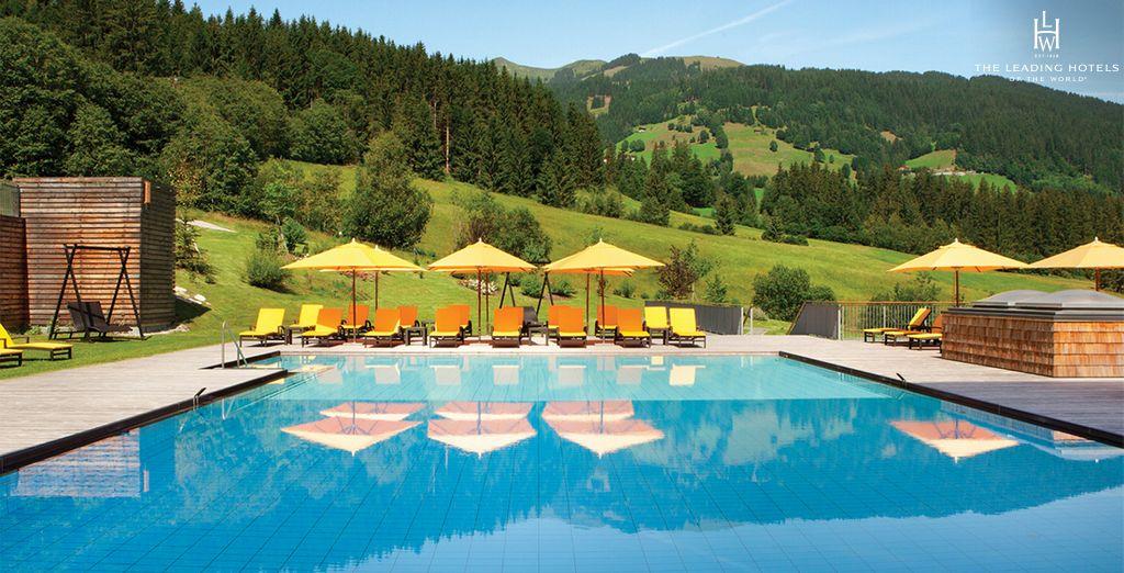 Un établissement luxueux entouré par un cadre verdoyant - Kempinski Das Tirol 5* Kitzbuehel