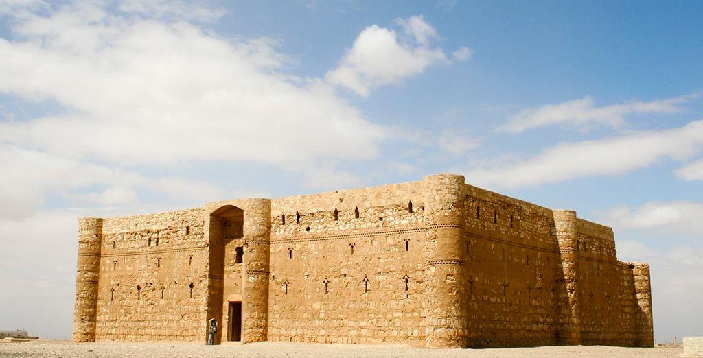 Explorez aussi les châteaux du désert, évoquant les fastes des Princes Omeyyades