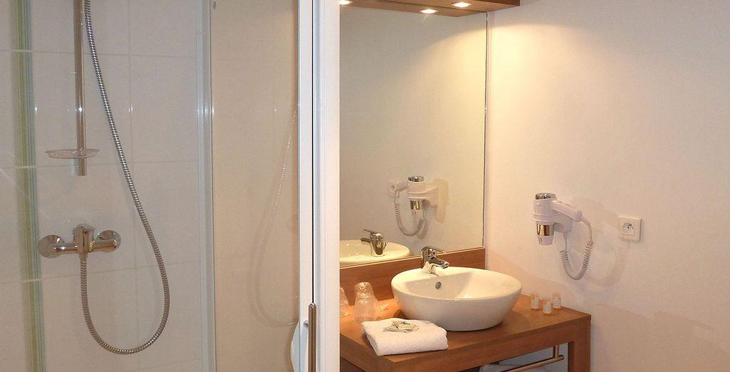 Et d'une salle de bains moderne