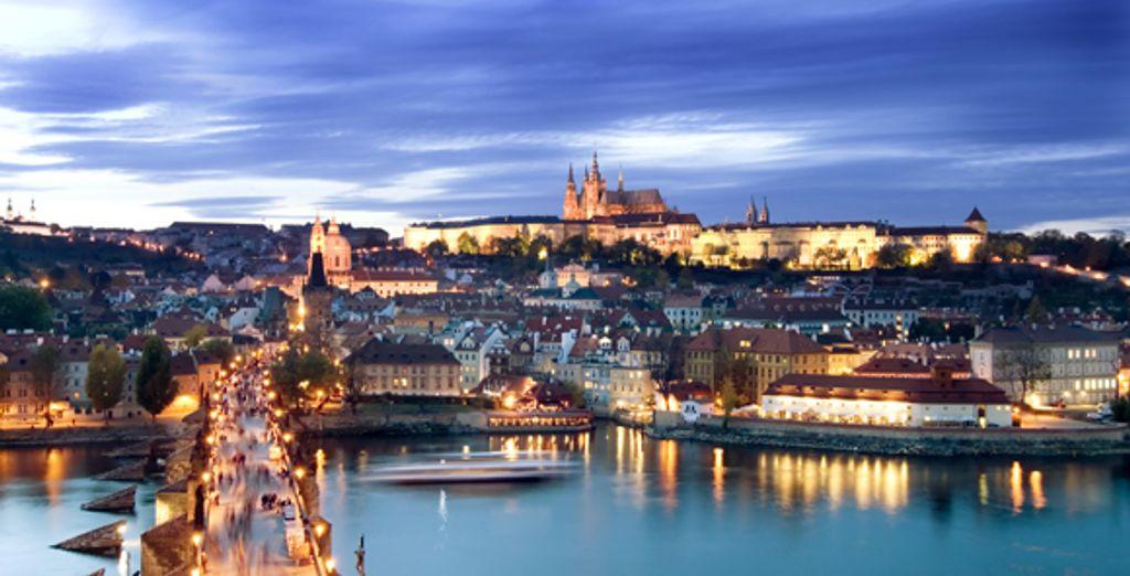 Prague à la nuit tombée