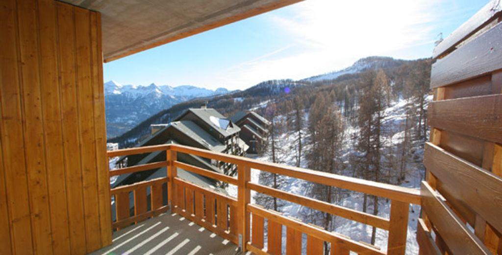 La vue sur la montagne depuis le balcon
