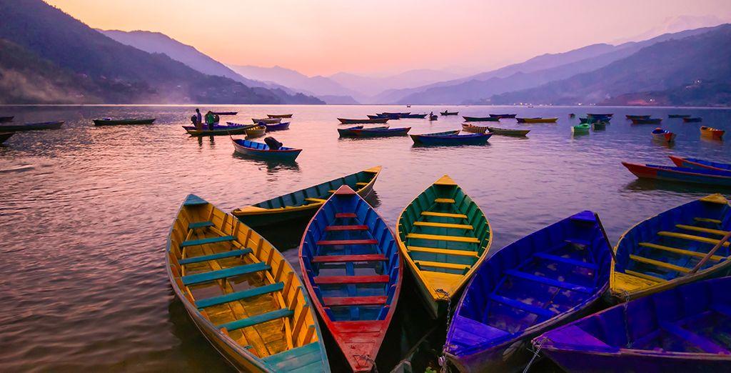 Vous vous émerveillerez devant la beauté sereine du lac Pokhara