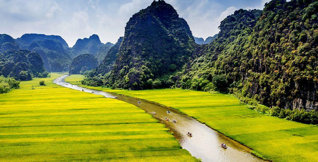 Au fil de l'eau et entre les imposantes montagnes