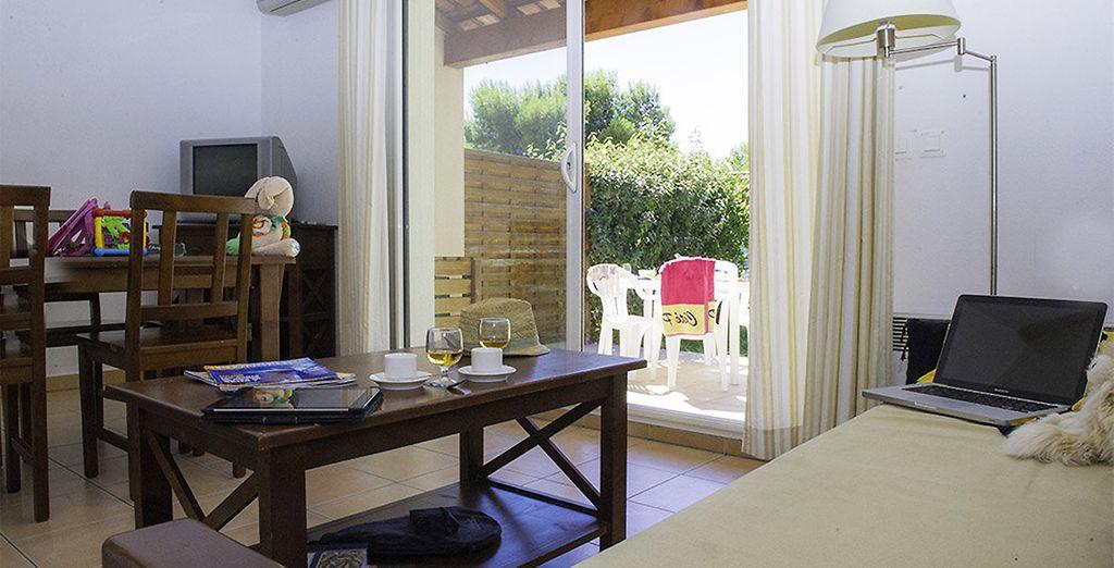 Avec terrasse privée, pour des moments conviviaux ensoleillés