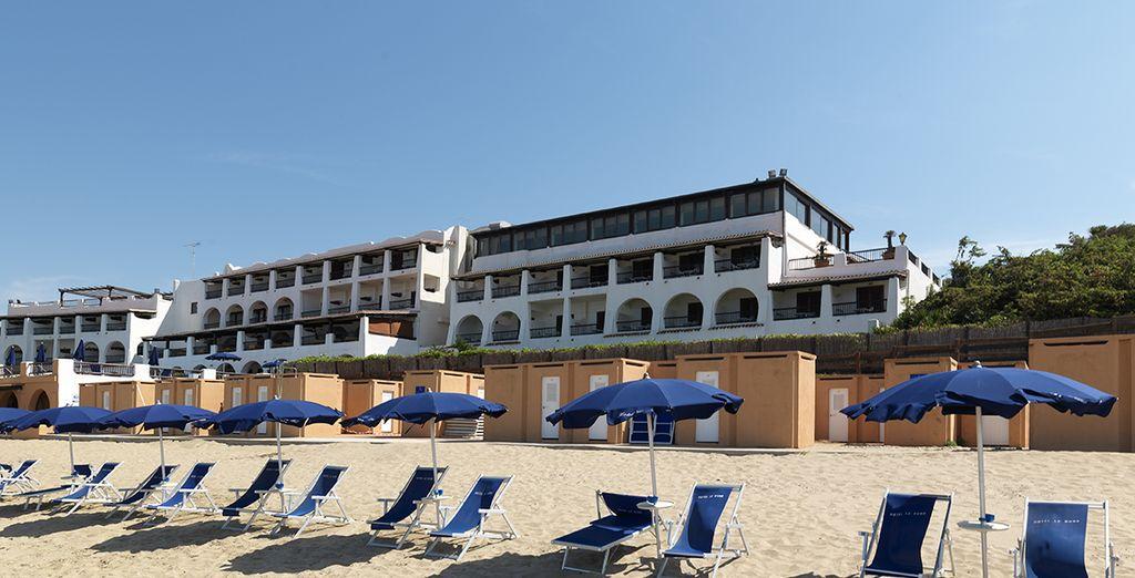 Et posez vos valises à l'hôtel Le Dune, situé en front de mer