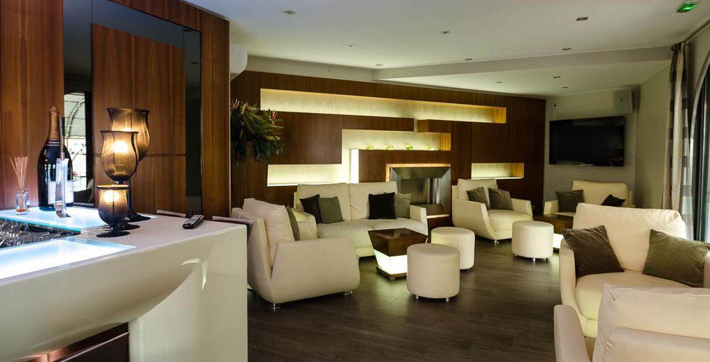 Pour une pause conviviale, c'est le Lounge Bar le Jean's qui vous accueille