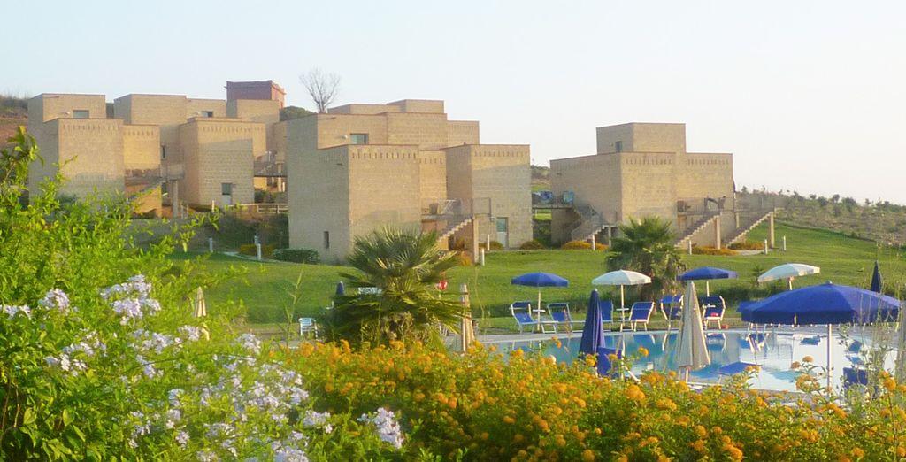 Un complexe hôtelier moderne parfaitement intégré à l'environnement