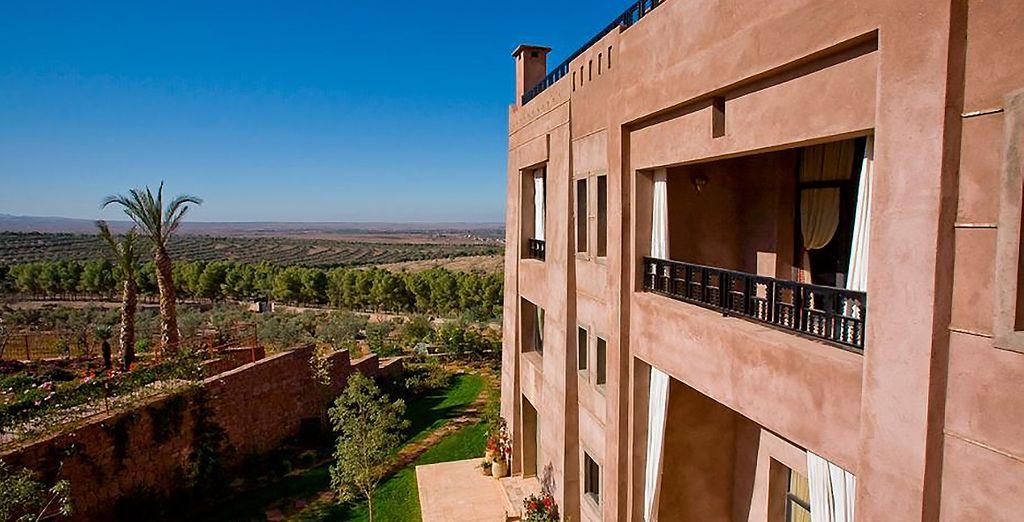 Laisse deviner au loin la ville de Marrakech