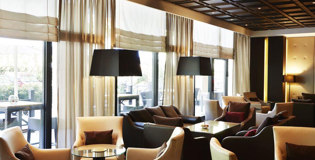 Prenez le temps de vous détendre autour d'un apéritif au piano lounge...