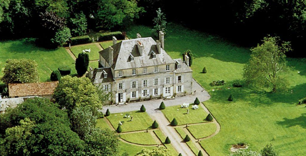 Une vue aérienne du domaine - Hostellerie du Château de Goville *** - Le Breuil-en-Bessin - France Le Breuil-en-Bessin