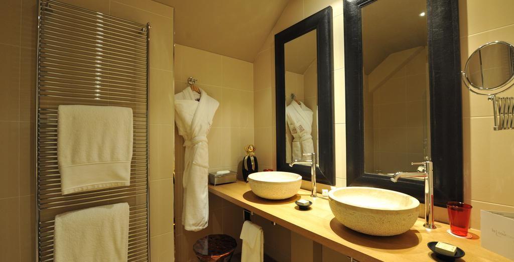 Et sa vaste salle de bains
