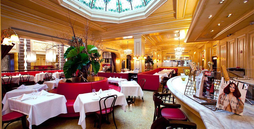 Et laissez vous tenter par un dîner romantique au restaurant de l'hôtel...