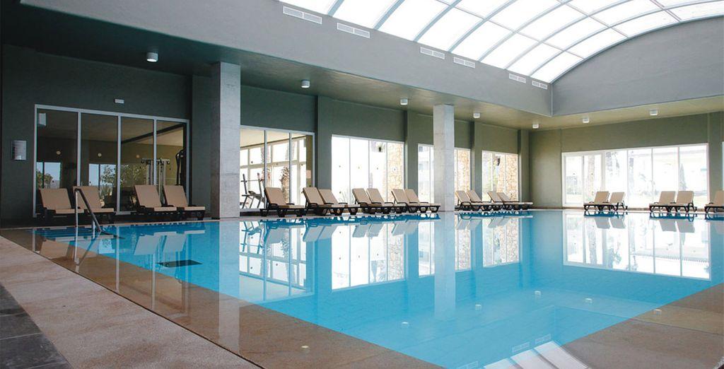 Ou dans l'une des nombreuses piscines, certaines d'eau de mer, de l'établissement