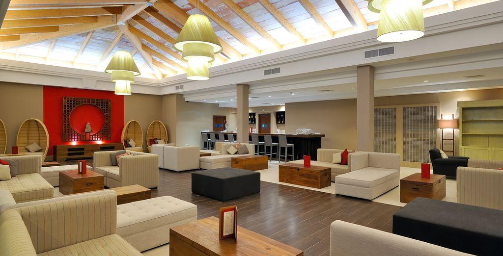Découvrez un hôtel moderne, élégamment décoré dans un style zen