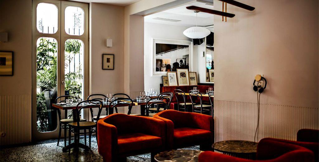 h tel le pigalle 4 voyage priv jusqu 39 70. Black Bedroom Furniture Sets. Home Design Ideas