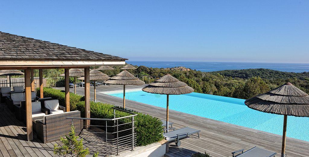 Ou sur la belle terrasse qui la borde...