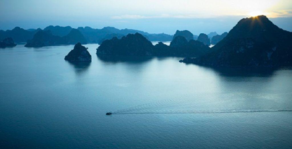 Les célèbres pics calcaires de la Baie - Circuit au Vietnam : Croisière Baie d'Along et éco-lodge 4* en 8 ou 11 nuits Hanoi