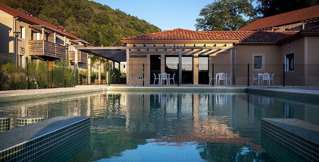 Vous aimerez profiter du décor de la piscine extérieure de jour