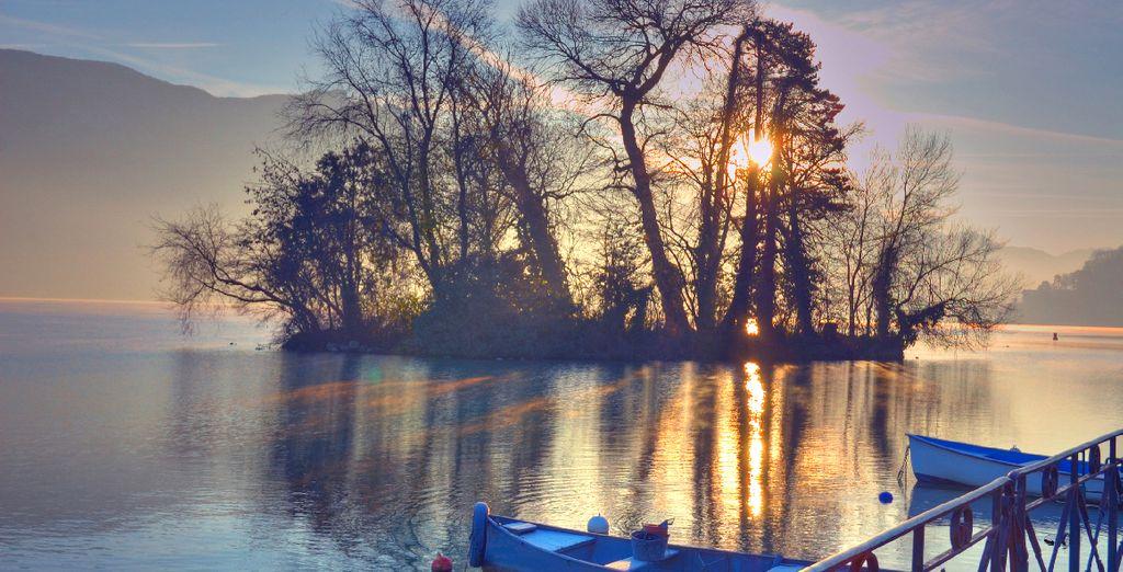 Partagez des instants romantiques au bord du lac d'Annecy pour la Saint Valentin...