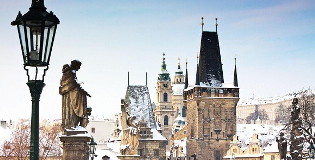 Les toits de Prague en hiver