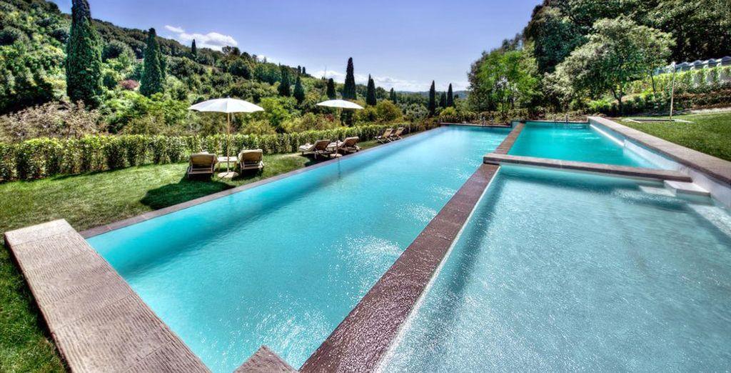 Profitez d'un bain de soleil avec un panorama unique sur la Toscane
