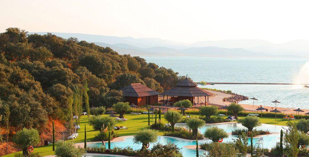 Hôtel haut de gamme avec piscine extérieure et espace détente