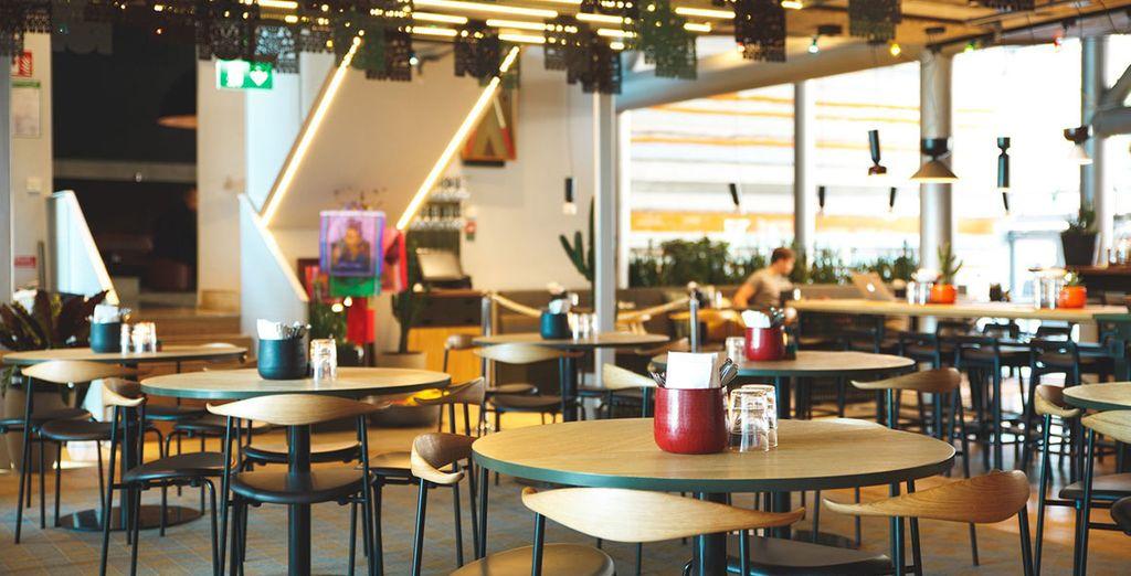 Fate il pieno di energie a colazione presso la sala ristorante arredate con uno stile moderno e minimal