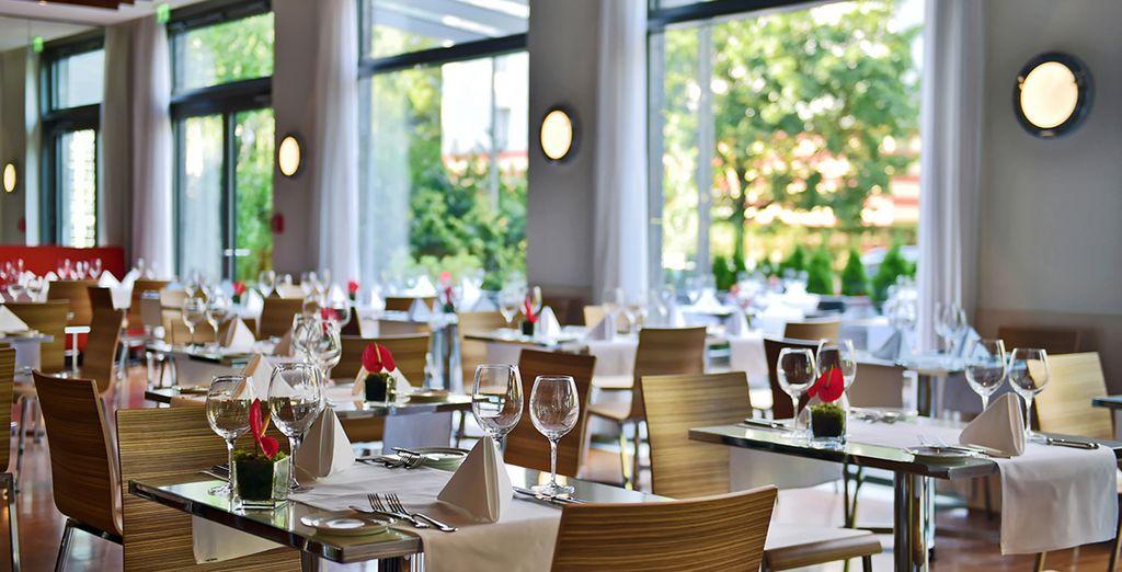 E gustate una cena deliziosa nell'elegante ristorante dell'hotel