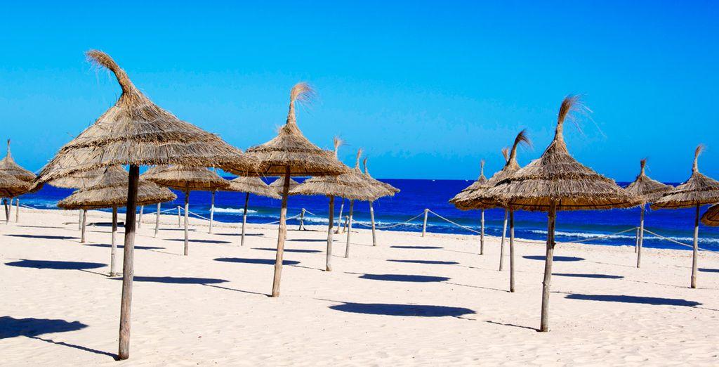 infine la spiaggia privata della struttura dove prendere il sole