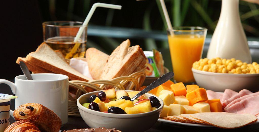 Iniziate la giornata con una colazione abbondante, che comprende anche ingredienti salati.