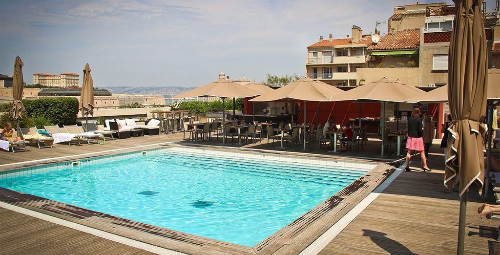 A vostra disposizione troverete un'accogliente piscina sul tetto