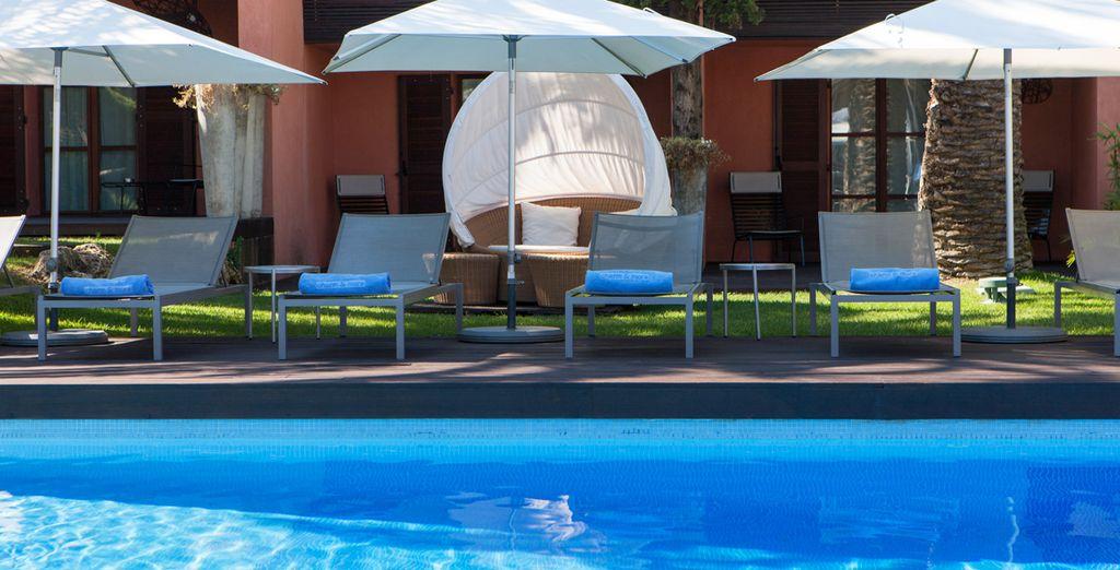 Visitate la spiaggia, rilassatevi a bordo piscina...