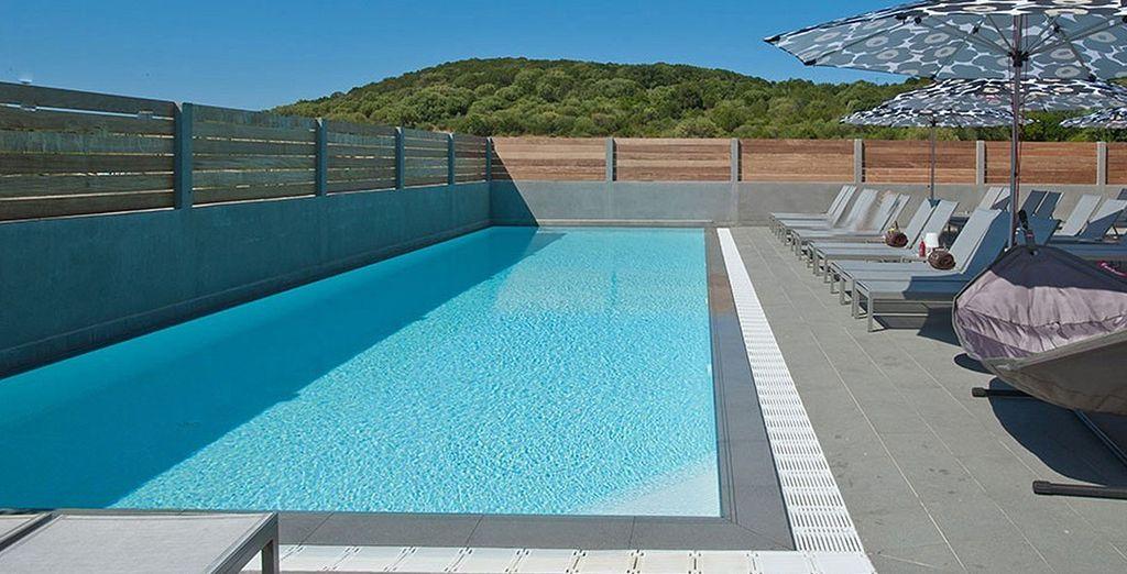Provate il relax della piscina all'aperto