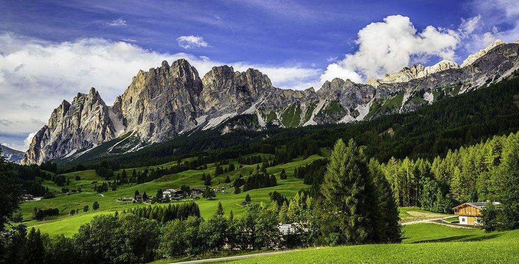Fotografia dei magnifici paesaggi dolomitici in Italia