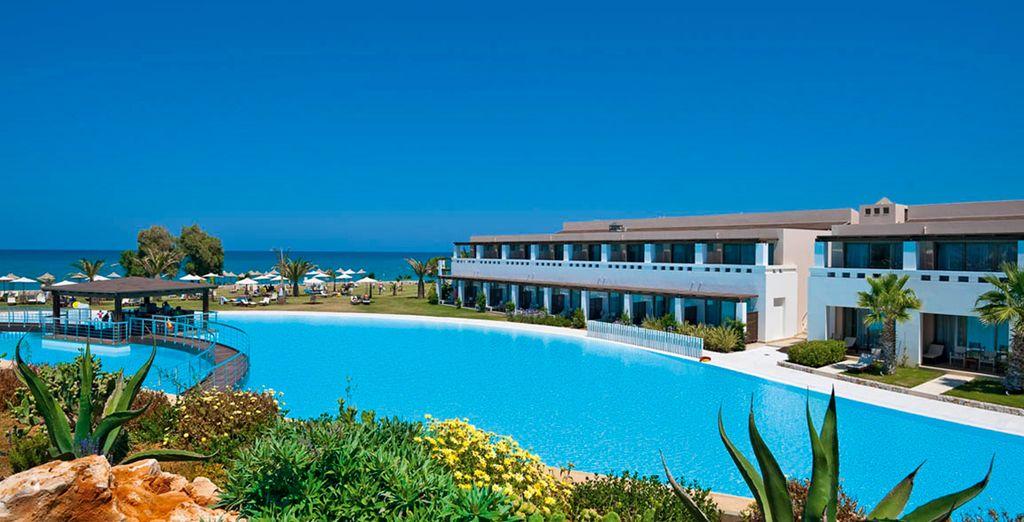 l'hotel si trova a pochi passi dalla sua spiaggia Bandiera Blu