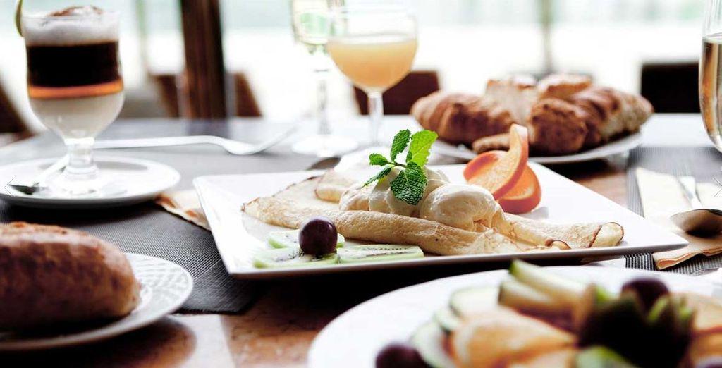 Provate la gustosa cucina del resort con piatti mediterranei preparati da rinomati chef