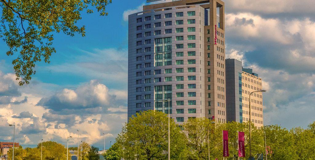 Una struttura imponente e moderna vi accoglie nel cuore di Amsterdam