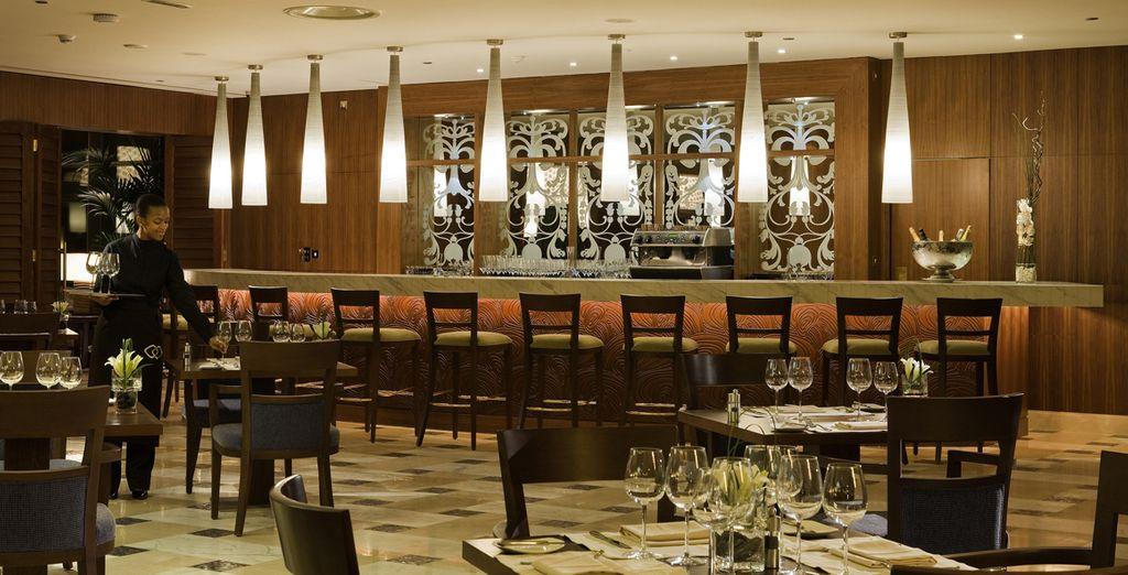 I numerosi ristoranti offrono una vasta gamma gastronomica.