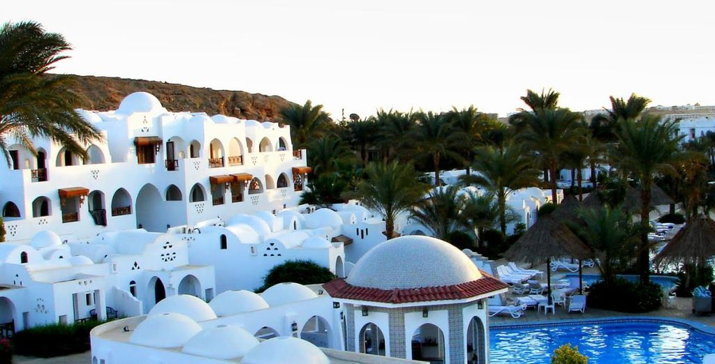 A disposizione degli ospiti 6 piscine d'acqua dolce