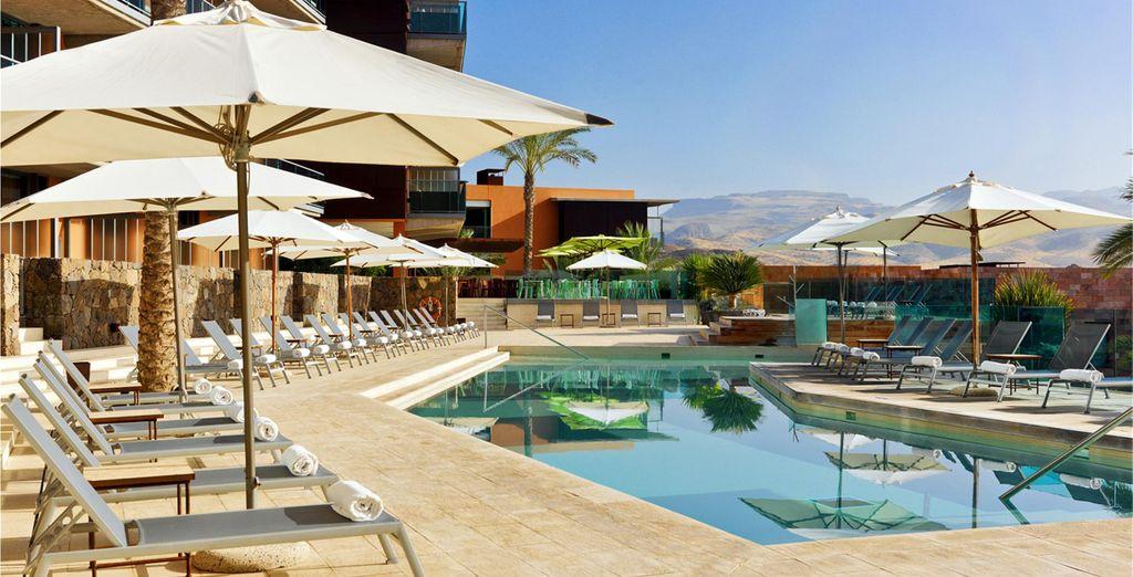 Tuffatevi in una delle 7 piscine del Resort