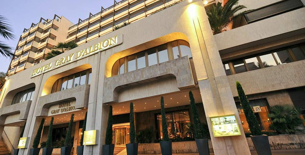 Un meraviglioso Hotel 4* nel centro di Cannes e affacciato sull'Iles de Lérins