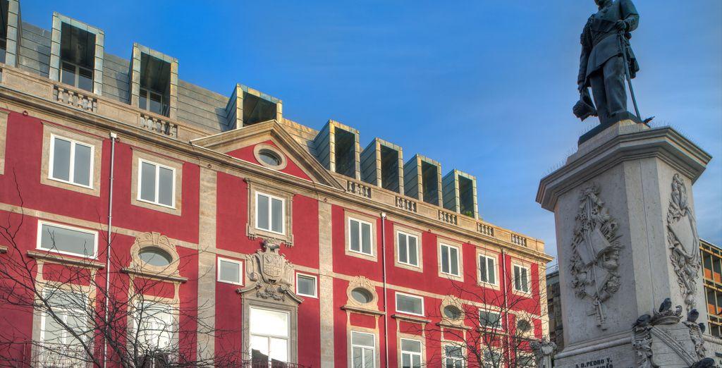 Qui vi accoglie l'NH Collection Porto Batalha