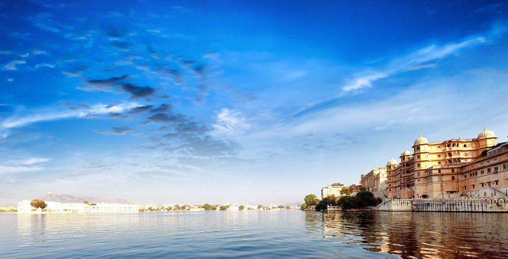 E lasciatevi conquistare da Udaipur, la città bianca sul lago Pichola