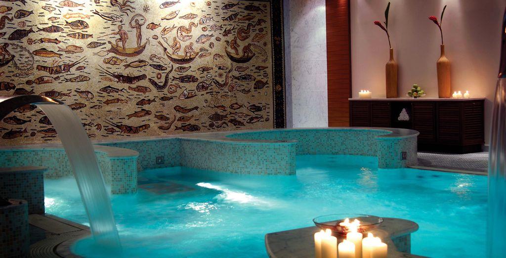 Hotel di lusso a 5 stelle con piscina coperta, spa e area relax nel cuore di Torino, Italia