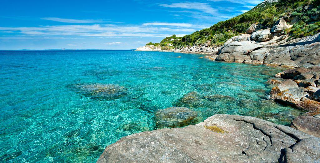 Paesaggi dell'Elba, coste rocciose e acque turchesi